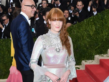 Florence Welch佩戴Gucci戒指出席Met Ball