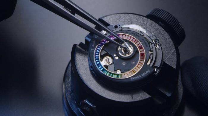 【视频】香奈儿推出全新J12 ELECTRO限定系列腕表,闪耀不止一面
